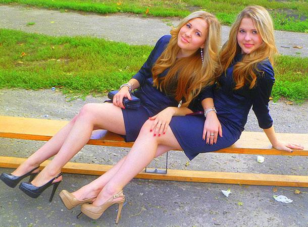 Маша и Настя Толмачевы. Фото: sisterstolmachevy.ru