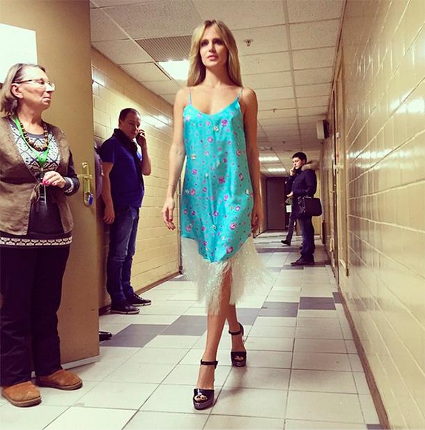 Платье похоже на ночнушку