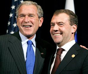 Джордж Буш и Дмитрий Медведев. Фото: Reuters