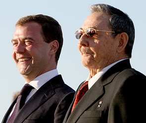 Дмитрий Медведев и Рауль Кастро. Фото: ИТАР-ТАСС
