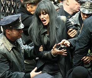 Анджелину джоли арестовали прямо на