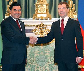 Гурбангулы Бердымухамедов и Дмитрий Медведев. Фото: ИТАР-ТАСС