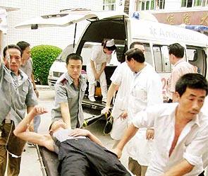 Китаец выпал из окна 5 этажа — встал и пошел дальше