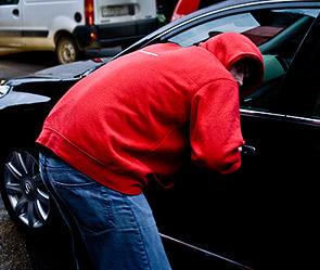 Милиция поймала парней, кравших вещи из автомобилей