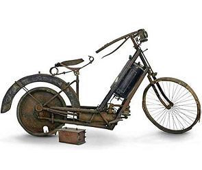 Ржавый 115-летний мотоцикл продадут на аукционе.