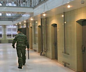 Бюрократии и коррупции, и отвечаем- нужны ли в России частные тюрьмы.