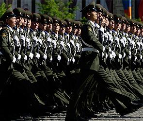 Российские военные выйдут на парад в