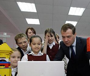 Медведева научили рисовать мультфильмы. 17:45 / 23.04.2010. Фото: ИТАР-ТАСС