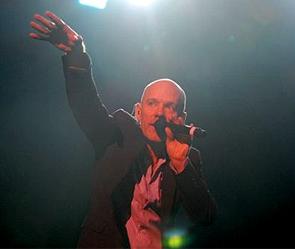 R.E.M. Фото: remhq.com