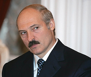Лукашенко просит прокуратуру приструнить «разбаловавшихся чиновников»
