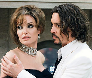 "Анджелина Джоли, Джонни Депп. Кадр из фильма ""Турист"". Источник: kinopoisk.ru"