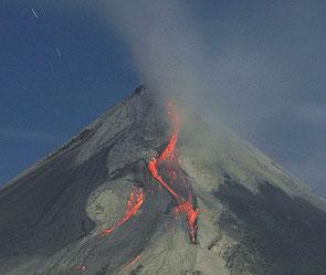 Вулкан на камчатке угрожает самолетам
