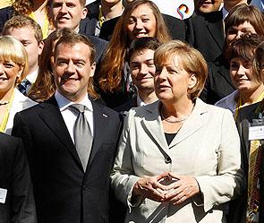 Дмитрий Медведев и Ангела Меркель. Фото: ИТАР-ТАСС