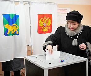 ...Медведев поддержал предложенную премьер-министром Владимиром Путиным идею о новой схеме выборов губернаторов.