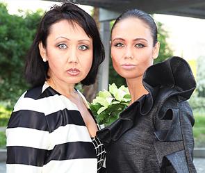 Ляйсан Утяшева с матерью. Фото: ИТАР-ТАСС