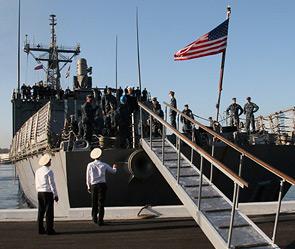 Пьяные моряки США учинили дебош в России