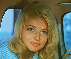 Знаменитая актриса, потеряв сознание в.