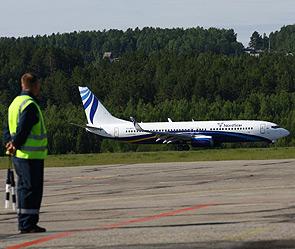 """Пассажирский самолет  """"Боинг-737 """" авиакомпании  """"Таймыр """", выполнявший рейс Норильск - Санкт-Петербург, был вынужден..."""