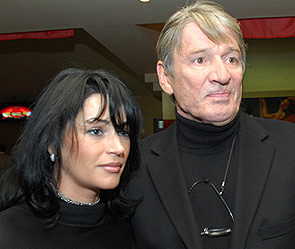 Александр Абдулов с супругой Юлией. Фото: ИТАР-ТАСС