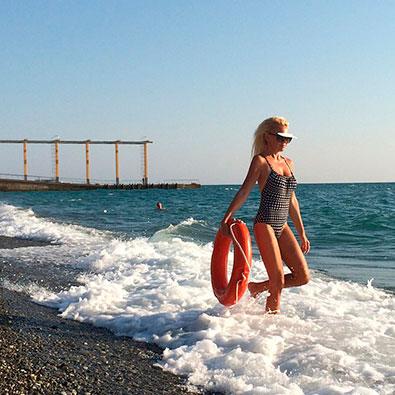 Телки в бикине пляж в сочах фото одыхающих фото 553-938