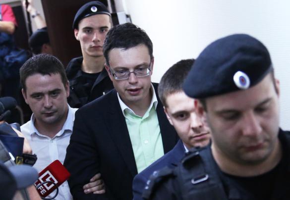 Денис Никандров (в центре). Фото:  Артем Коротаев/ТАСС