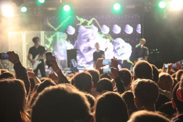 Яркий свет на концерте. ФОТО: Дни.Ру, Руслан Давлетшин