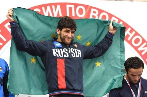Русский борец Гедуев победил жителя Америки вматче завыход вполуфиналОИ