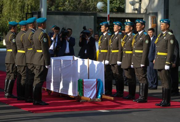 Тело Каримова несли наруках несколько километров доместа захоронения