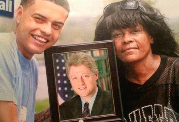 Хиллари Клинтон выгнала издома внебрачного темнокожего сына своего мужа