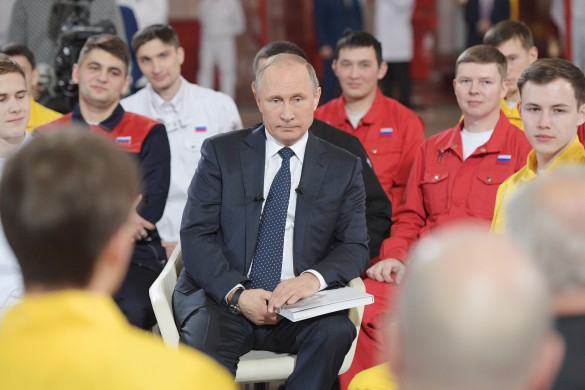 Песков: встречи В. Путина с сотрудниками - непредвыборная кампания, асистемная работа
