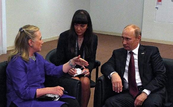 Клинтон обвинила В.Путина всведении «личных счетов»