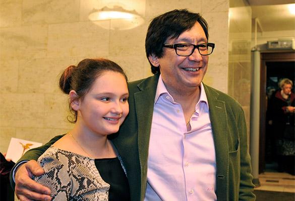 Егор Кончаловский с дочкой. Фото: GLOBAL LOOK press/Pravda Komsomolskaya