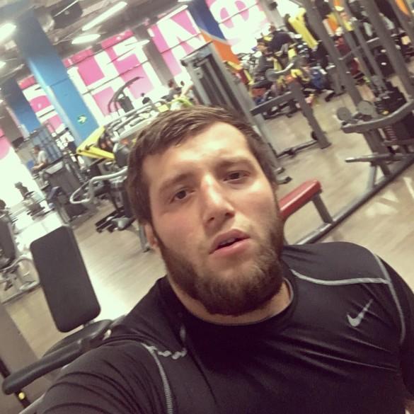 Боец MMA на БМВ врезался вавто с сыном в столице России