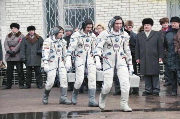 Александр Лазуткин (в центре). Фото: Фотохроника ТАСС