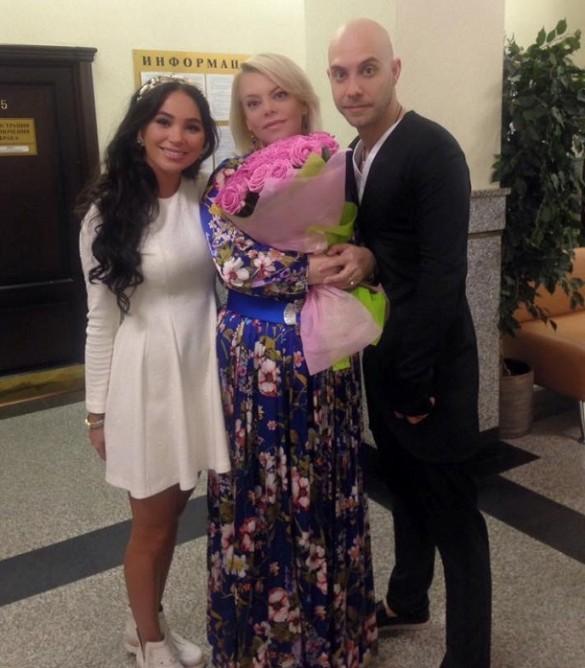 Яна Поплавская со старшим сыном и его женой. Фото: facebook.com/yana.poplayskaya