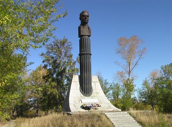 Обелиск на месте гибели космонавта Владимира Комарова. Фото: wikipedia.org