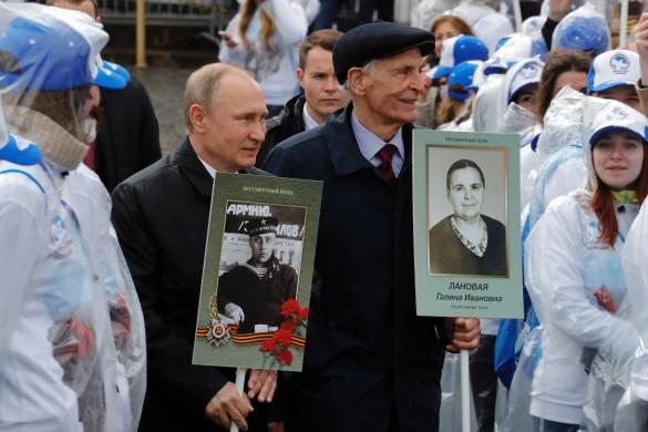 Владимир Путин и Василий Лановой. Фото: Михаил Метцель/ТАСС