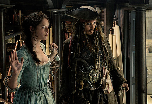 """Кадр из фильма """"Пираты Карибского моря: Мертвецы не рассказывают сказки"""""""