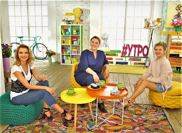 Надежда Ангарская с ведущими шоу. Фото: пресс-служба телеканала