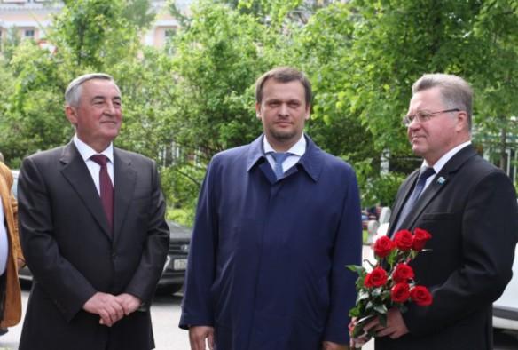 Андрей Никитин (в центре) Фото: duma.nov.ru