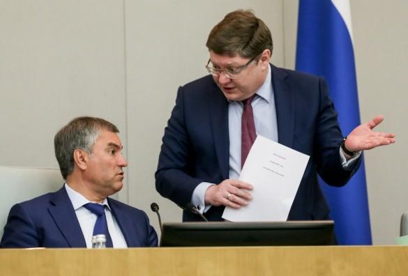 Вячеслав Володин и Андрей Исаев. Фото: Марат Абулхатин/ТАСС