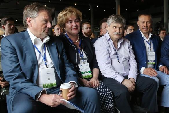 Борис Титов, Виктор Сиднев (второй справа) и Сергей Демин. Фото: Владимир Гердо/ТАСС