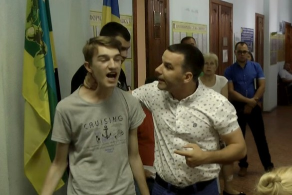 Александр Паламарчук и школьник. Кадр youtube.com
