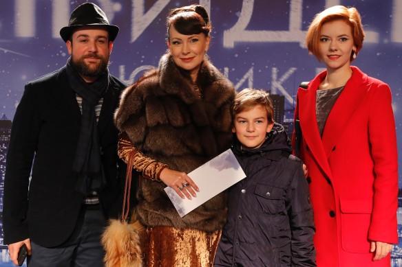Нонна Гришаева и  Александр Нестеров, с сыном Ильей и дочерью Анастасией . Фото: Михаил Джапаридзе/ТАСС