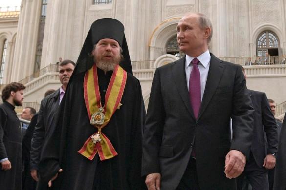 Епископ Егорьевский Тихон (Шевкунов) и Владимир Путин. Фото: kremlin.ru