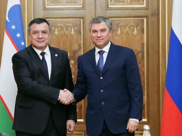 Нурдинжон Исмоилов и Вячеслав Володин. Фото: duma.gov.ru
