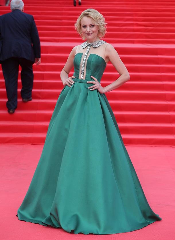 Актрисы в платье зеленом