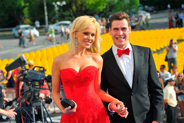 Дмитрий Дюжев с женой. Фото: GlobalLookpress