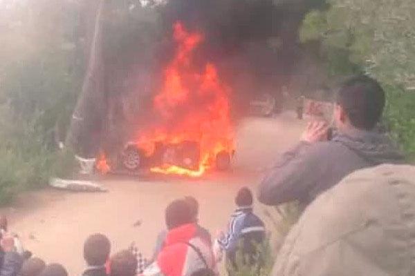 Заживо сгорел после аварии видео