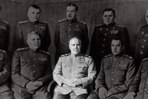 Георгий Жуков (в центре). Фото: marshal-jukov.narod.ru